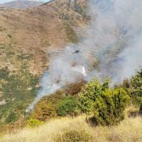 Incendio sul Fasce, i Canadair in azione