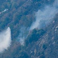 Ancora emergenza incendi, brucia il Monte Gazzo