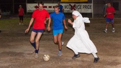 La Chiesa vince 3-2 contro lo Stato  A Mignanego politici e religiosi in campo    VIDEO