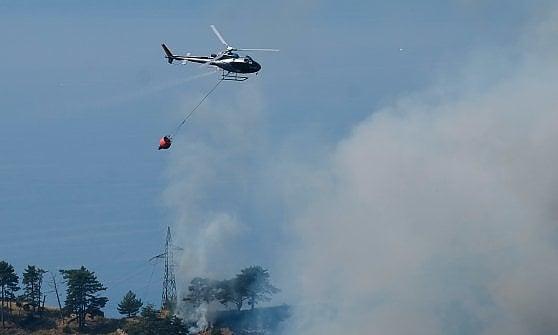Canadair O Elicottero : Incendi rogo a vobbia intervengono elicottero e canadair