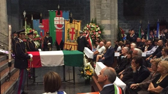 Scritte ingiuriose contro l'agente morto per infarto a Ventimiglia, 4 denunce