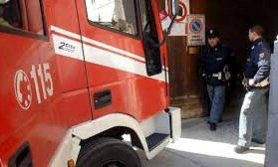 Fuoco in Salita Pollaiuoli a Genova, in azione i Vigili del Fuoco