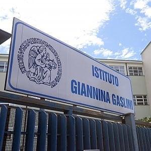 I cani in visita ai bimbi ricoverati all'ospedale Gaslini di Genova