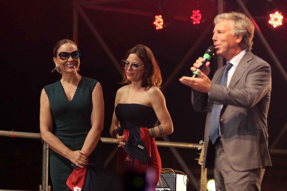 Genoa, in diecimila alla festa in Fiera con Ornella e Naike
