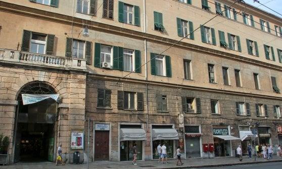 Genova, i primi migranti arrivati in Via Venti settembre