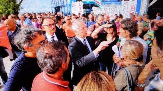 Ericsson, la protesta davanti al Salone Nautico