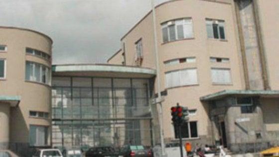 Neonato ritrovato in via Fieschi: la comunità si mobilita