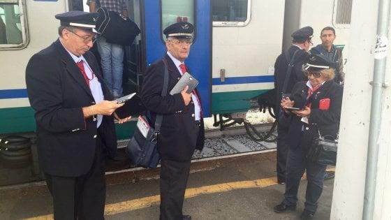 Furbetti del biglietto sui treni liguri: in due settimane 2000 persone non in regola
