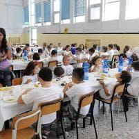 """Mense, i presidi alle famiglie """"No ai figli a scuola con il panino"""""""