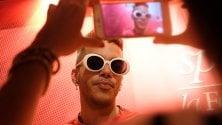Sfera e i fan, pomeriggio con il rapper  Foto      Video
