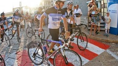 Gaslini, in bici dall'Olanda: 1200 km per la ricerca su reumatologia    Foto     Video
