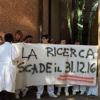 Genova, protesta dei precari dell'ospedale San Martino