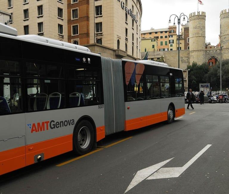Genova, i bus nuovi viaggiano su Facebook