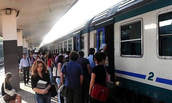 Treni pendolari, è di nuovo caos per i tempi di percorrenza
