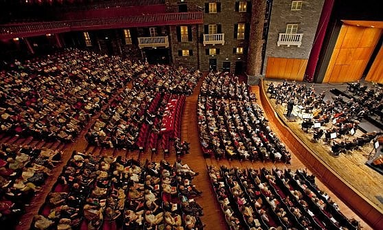 Teatro: Carlo Felice, i melomani scendono in campo