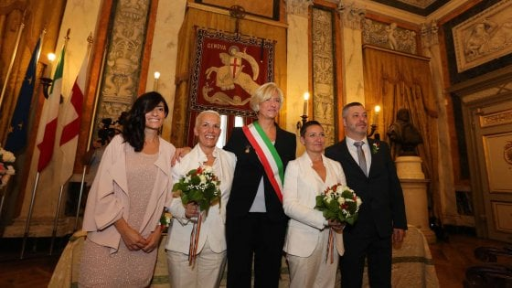 "Genova, la ministra ""sposa"" Elisabetta e Pamela"