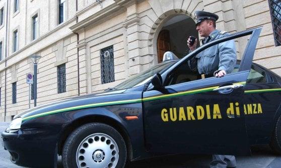 Fermato in porto a Genova con 120 mila euro a bordo suv