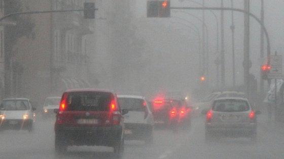 Piove sulla Liguria, fiato sospeso per l'allerta rosso