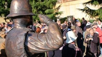 Staglieno, inaugurata la (contestata)  statua al vigile urbano caduto   Foto