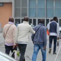 Genova, i migranti tornano in Fiera, la Prefettura: