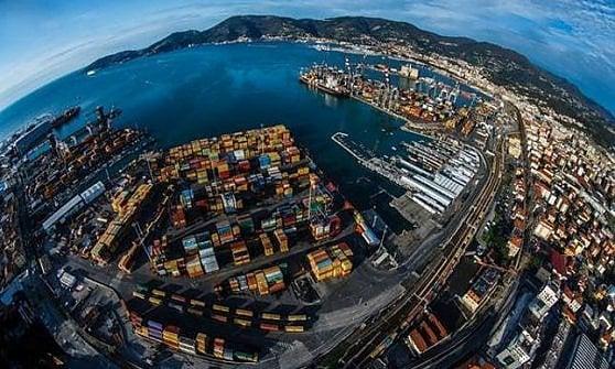 La Finanza nella sede del porto della Spezia: tre arresti, indagato Forcieri