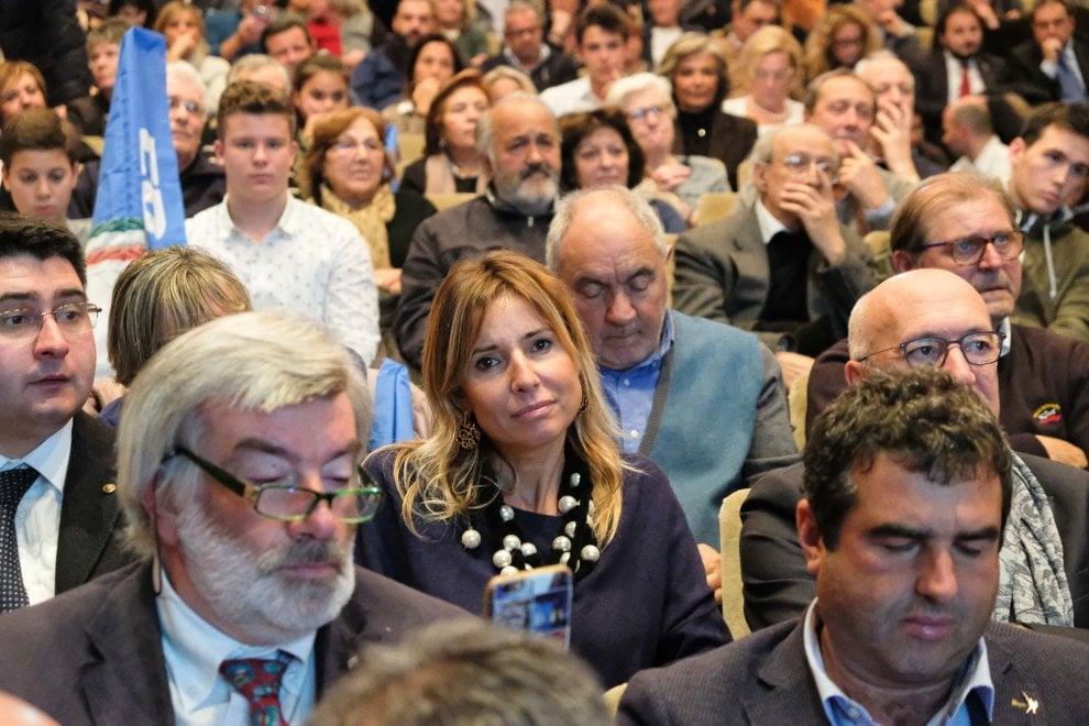 Referendum, la Meloni a Genova. In platea anche Anna Pettene