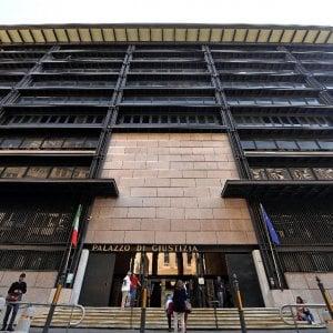 Bancarotta Chil Post, gli ex soci di Renzi senior patteggiano la condanna