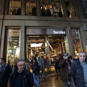 Genova le grandi catene nel salotto buono spinte dal for Bershka via indipendenza bologna