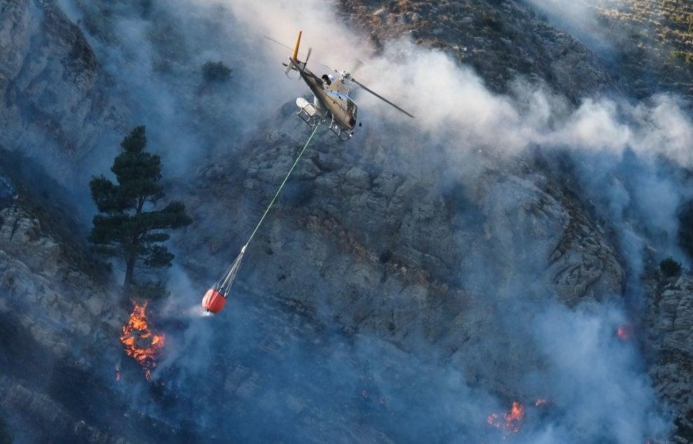 Genova, incendio sul monte Moro e monte Fasce