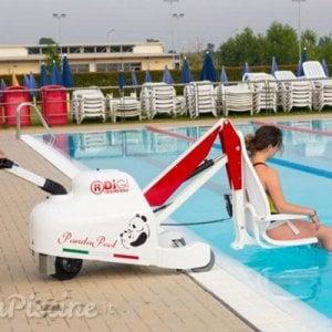 Genova, ingegneri e manager nuotano 24 ore non-stop per sostenere gli atleti disabili