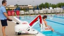 Ingegneri e manager nuotano 24 ore non-stop per gli atleti disabili