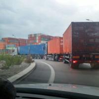 Genova, code di Tir bloccano l'accesso allo stabilimento Ilva