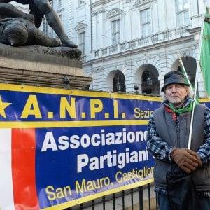 """Neonazisti a Genova, lo stop dell'Anpi: """"Si mobiliti la città"""". Toti: """"Tutte le idee vanno rispettate"""""""