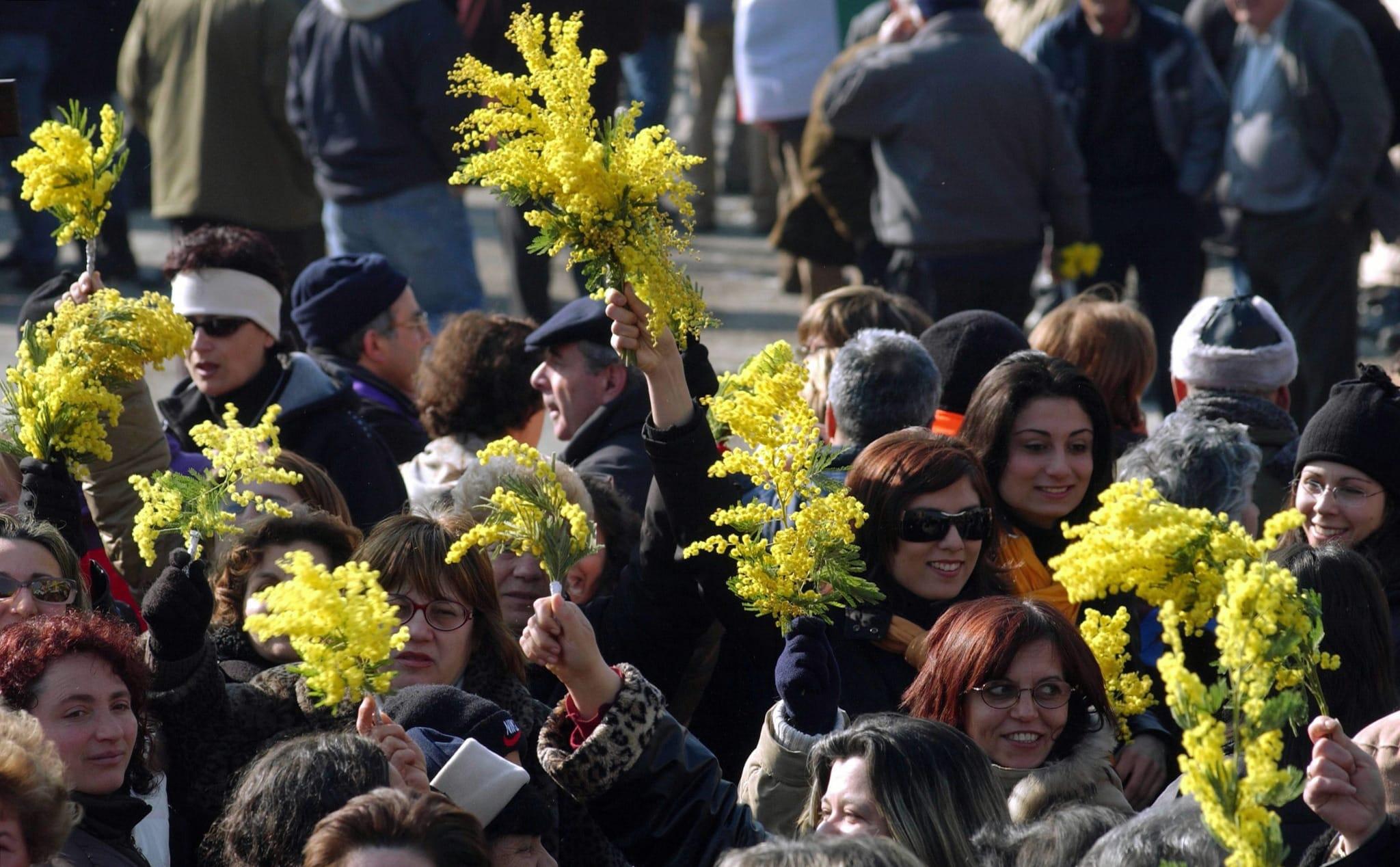 La visita a Staglieno e la musica techno, a Genova un 8 marzo che dura un mese