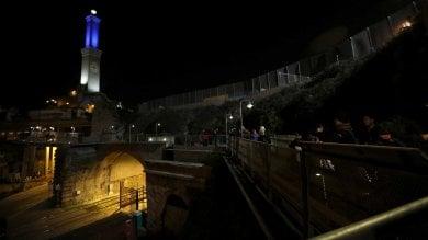 Giochi di luce  e la Lanterna di Genova cambia colore  Fotogallery      Video