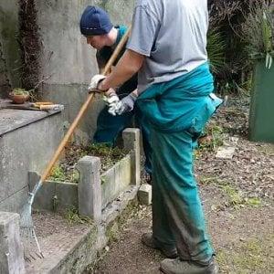Gli studenti del Marsano fanno manutenzione al cimitero di Staglieno