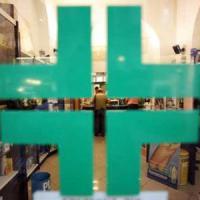 Tenta rapina in farmacia, messo in fuga dalle titolari