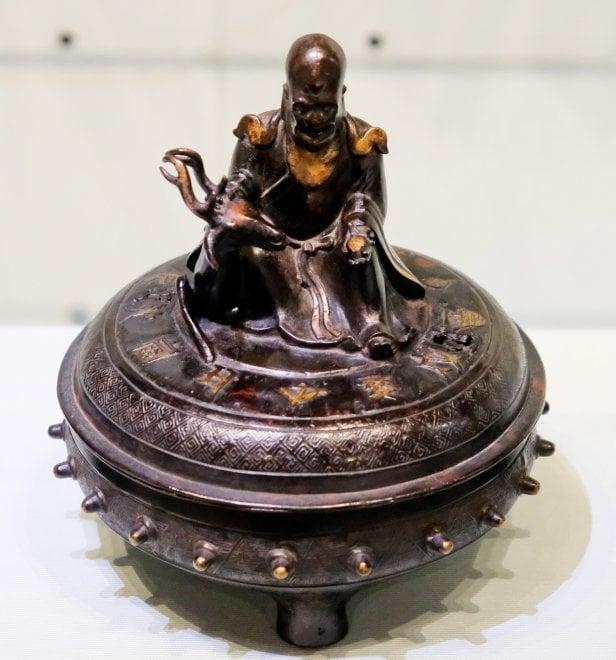 Bronzi di Cina e Giappone, la storia di un millennio in mostra al Chiossone
