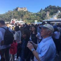 Prove d'estate in Liguria, tutti in spiaggia e code infinite per il rientro