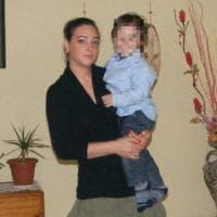 Genova, casa in fiamme, famiglia si lancia da finestra: gravissimo bimbo di 7 anni