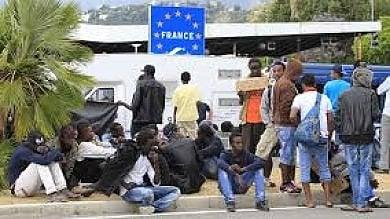 Ventimiglia, revocato il divieto di distribuire cibo ai migranti