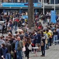 Genova, assalto di turisti, code al Porto  Antico