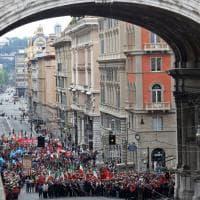 Genova in corteo per il 25 aprile, il saluto a Doria, i fischi a Toti