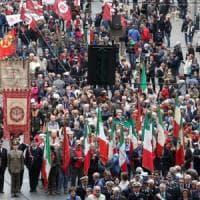 Genova in corteo per il 25 aprile, applausi al sindaco Doria, fischi a Toti