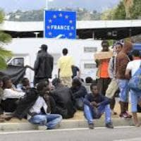 Ventimiglia, anche Lerner e Freccero alla marcia di solidarietà per i migranti