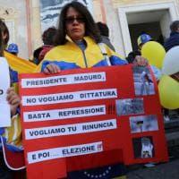 Genova, manifestazione contro la dittatura di Maduro in Venezuela