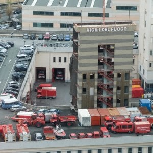 Vigili del fuoco in corteo a Genova