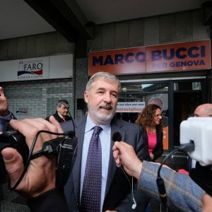 Centri commerciali, retromarcia a destra in Liguria