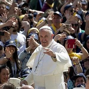 Papa a Genova: stop agli aerei privati senza piano volo