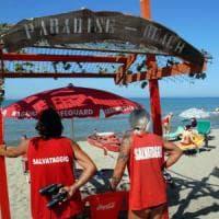 Spiagge libere con bagnini e defibrillatori, la rivoluzione comincia a Ponente